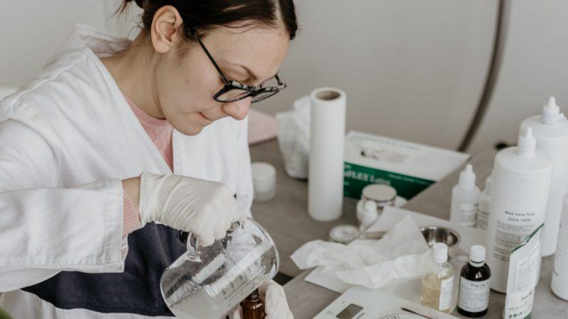 Badanie wody w laboratorium